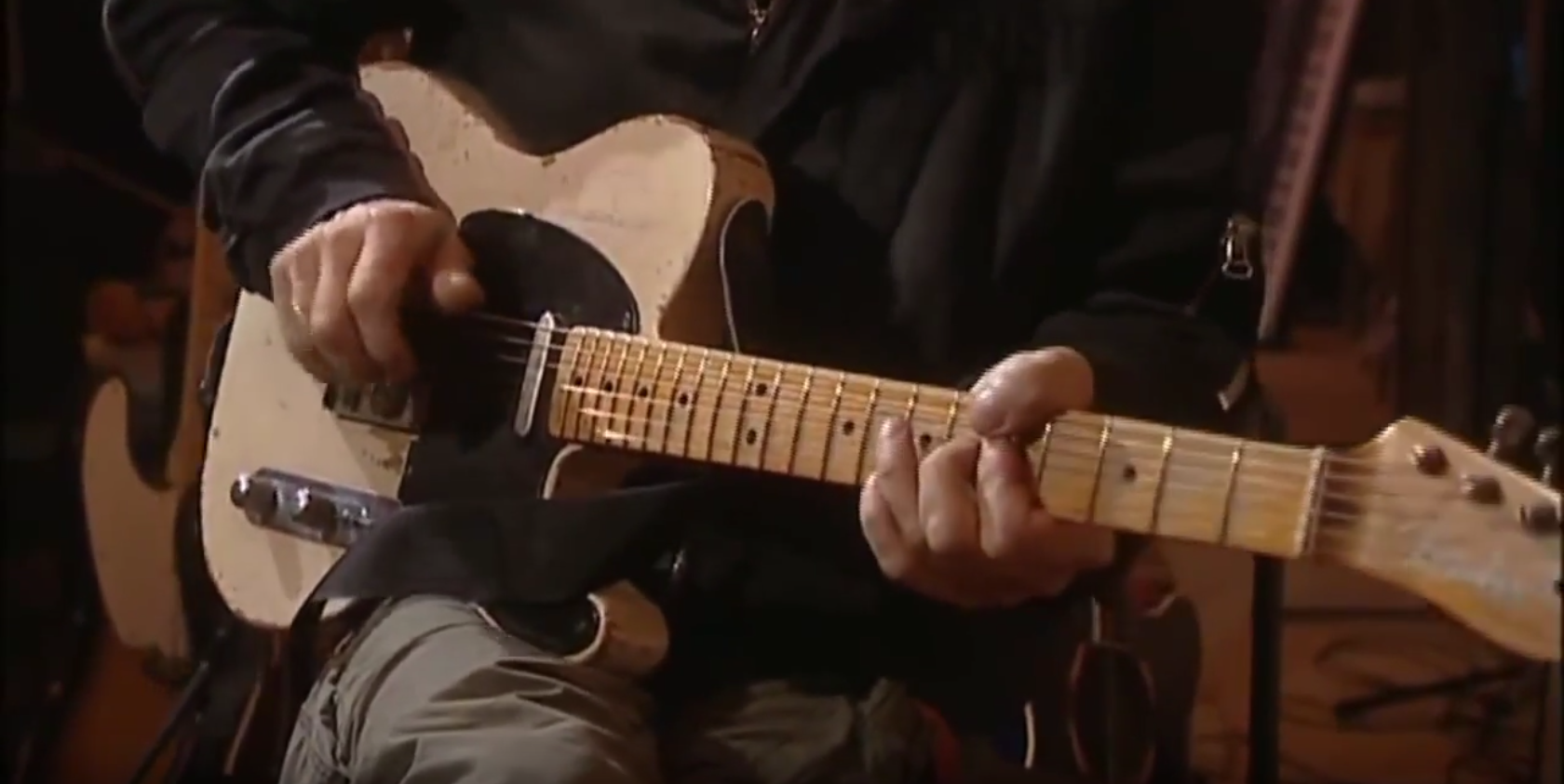 Guitar Icon Jeff Beck Talks and Demos Some of His Amazing Guitar ...
